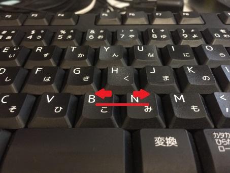 パソコンのキーピッチを矢印で示した図