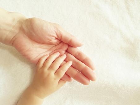 アロベピー 赤ちゃん ママ 手