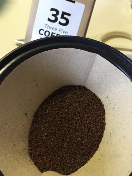 35COFFEEの豆を挽いたところ