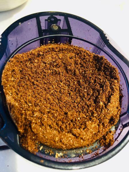 ブルーボトルコーヒーギフトのコーヒー豆を挽いたところ