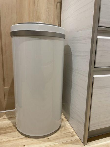 自動開閉のゴミ箱ジータの寸胴の胴体の写真