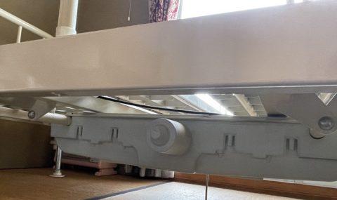介護用フランスベッドの重いモーター部分