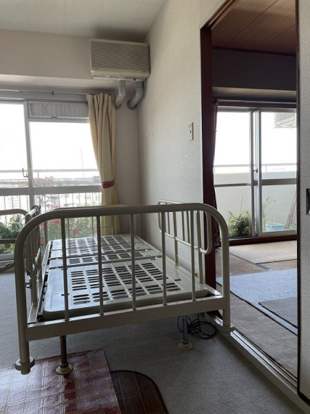 介護用フランスベッドを隣の部屋に移動した後の写真